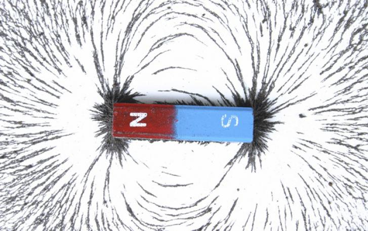 Stick magnet with iron filings